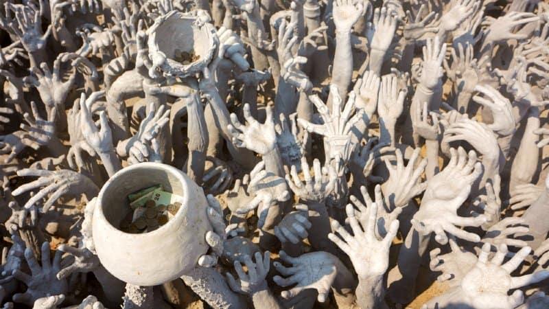 mani tempio bianco chiang rai