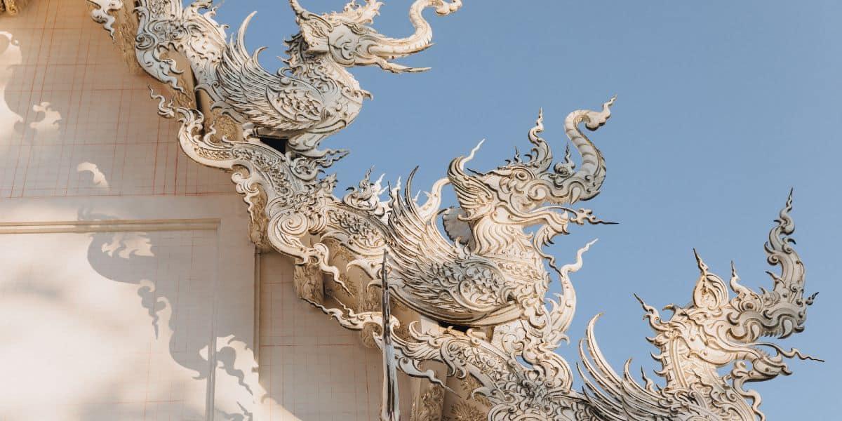 naga serpenti uomo white temple Thailandia